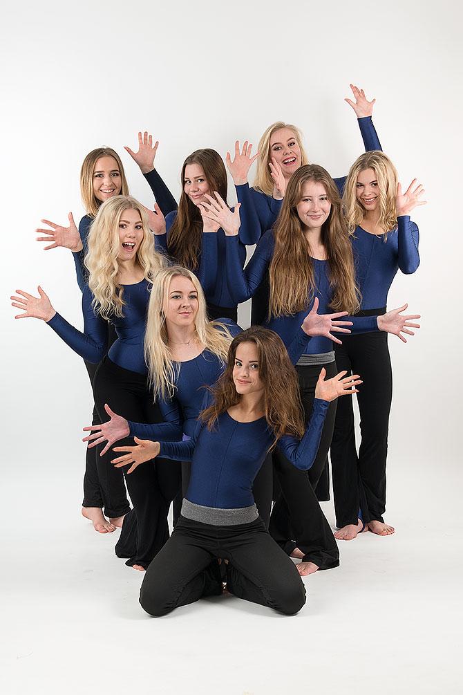 tjejer dansar showdans