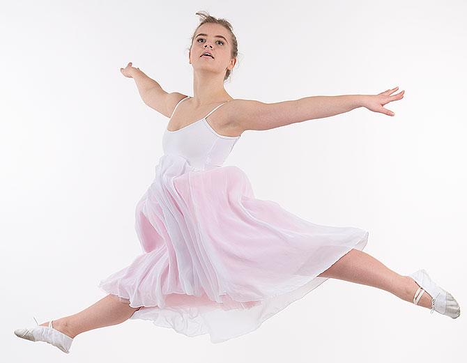 en tjej dansar balett