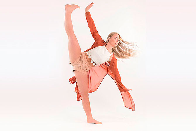 en tjej dansar